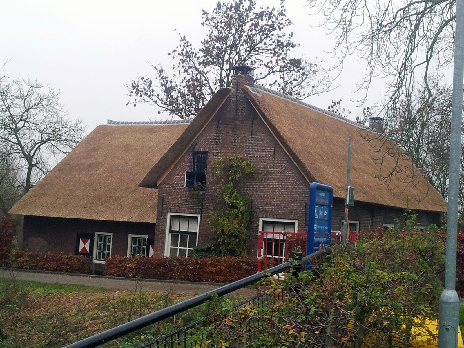 Rieten dak met gesloten constructie